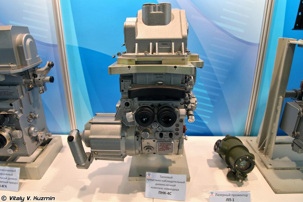 Танковый прицельно-наблюдательный дневно-ночной комплекс командира ПНК-4С (Tank commander day-night sighting and observation system PNK-4S)