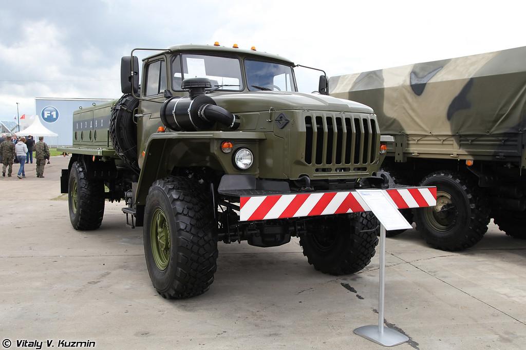 Воздухозаправщик ВЗ-20-350 (VZ-20-350 airfield oxygen vehicle)