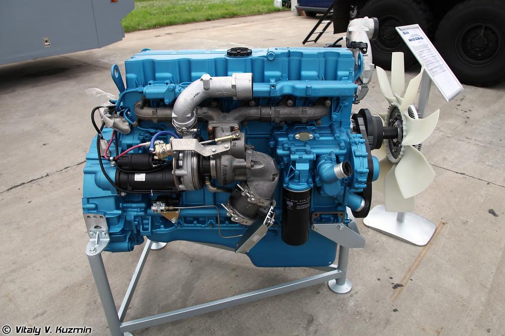 Дизельный двигатель ЯМЗ-536-20 для СПМ-3 Медведь (Diesel engine YaMZ-536-20 for SPM-3 Medved' armored vehicle)