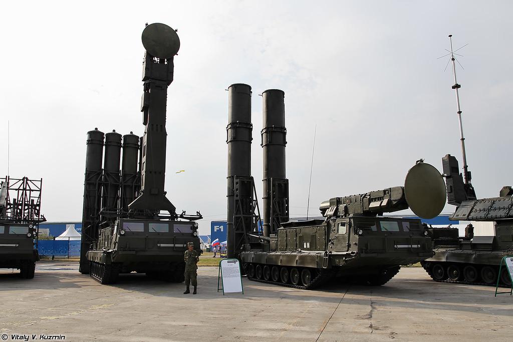 Пусковые установки 9А83 и 9А82 из состава ЗРС С-300В (9A83 and 9A82 TELAR from S-300V)