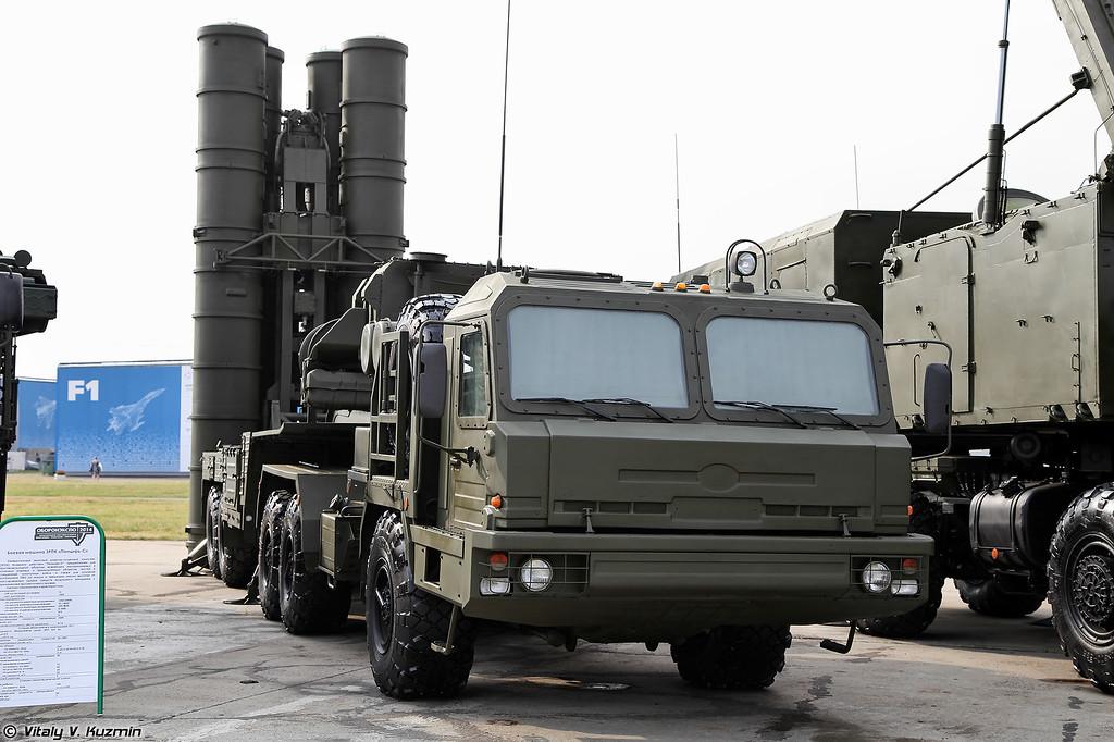 РПН 92Н2 и пусковая уставновка 5П85Т2 из состава ЗРС С-400 (92N2 radar and 5P85T2 from S-400)