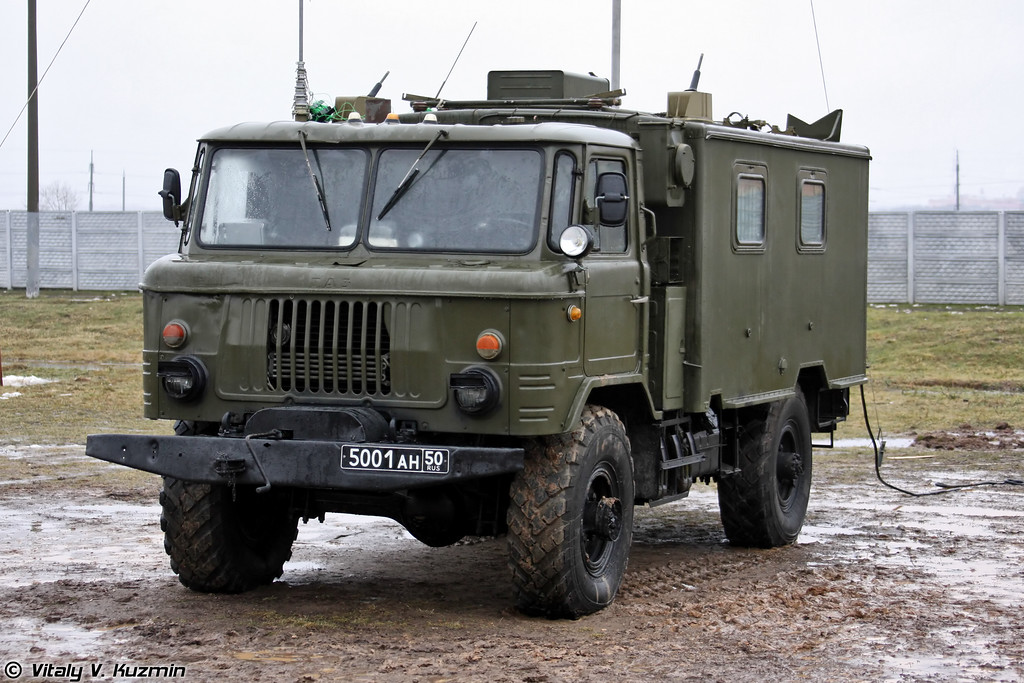 Командно-штабная машина Р-142Н (R-142N command vehicle)