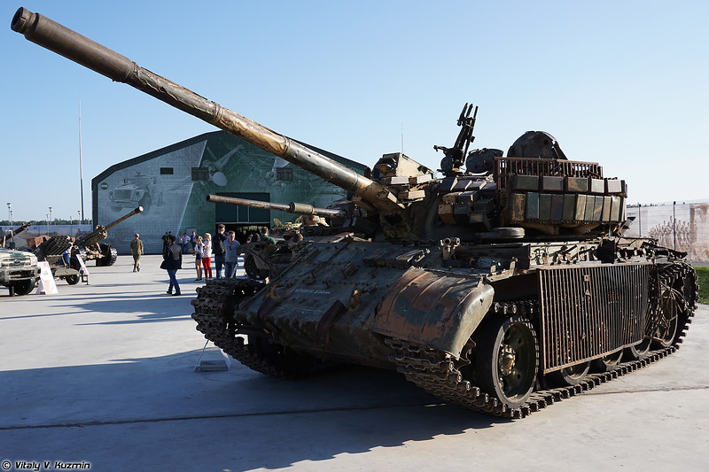 Танк Т-55АМВ с кустарной дополнительной защитой (Locally modified T-55AMV)