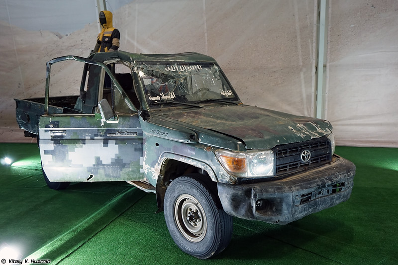Автомобиль Toyota Land Cruiser с кустарно установленной направляющей НУРС (Improvised rocket launcher on Toyota Land Cruiser base)