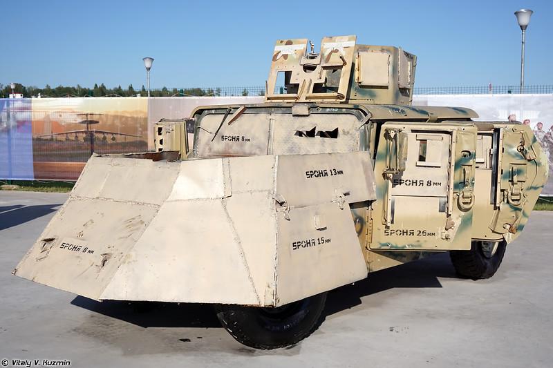 Бронеавтомобиль HMMWV с кустарной дополнительной защитой (Locally modified HMMWV armored vehicle)