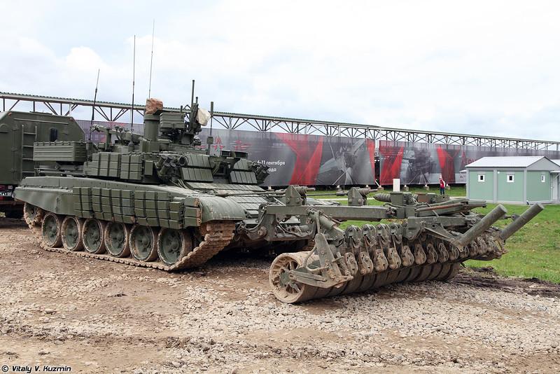Робототехнический комплекс разминирования Проход-1 (Prokhod-1 mine clearing unmanned ground vehicle)