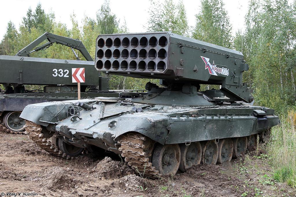 Боевая машина БМ-1 тяжелой огнеметной системы ТОС-1А Солнцепек (BM-1 combat vehicle of TOS-1A heavy flamethrower system)