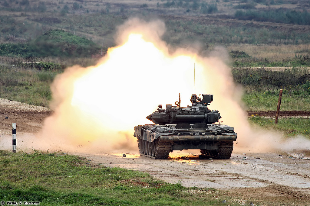 Стрельба Т-90А (T-90A main battle tank firing)