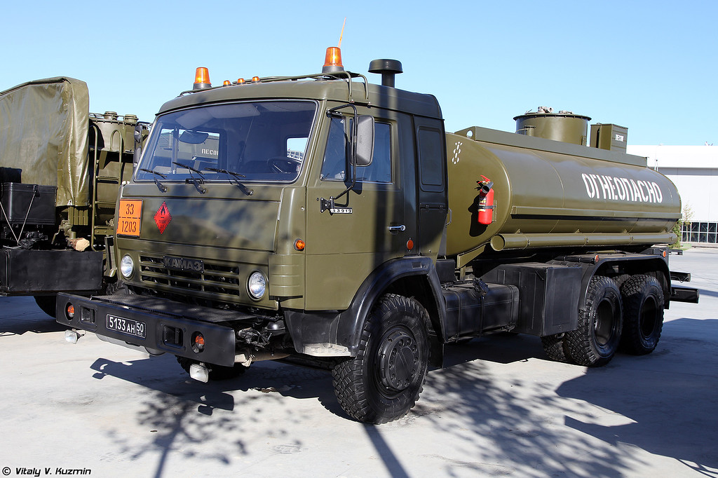 Автоцистерна АЦ-10,5-53212 (ATs-10,5-53212 fuel truck)
