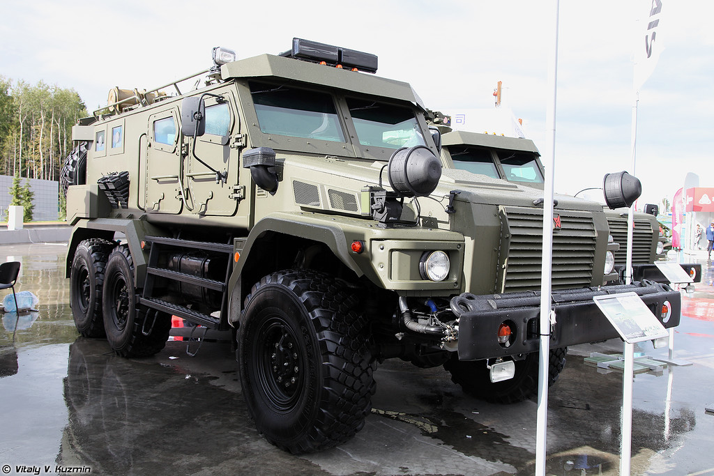 Бронеавтомобиль Патруль 6х6 с комплексом Возница дистанционного обнаружения и подавления радиоуправляемых ВУ (Patrol 6x6 armored vehicle with Voznitsa jamming system)