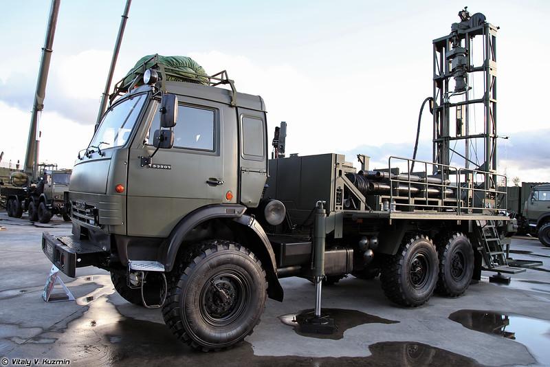 Передвижная буровая установка ПБУ-100 (PBU-100 drilling vehicle)