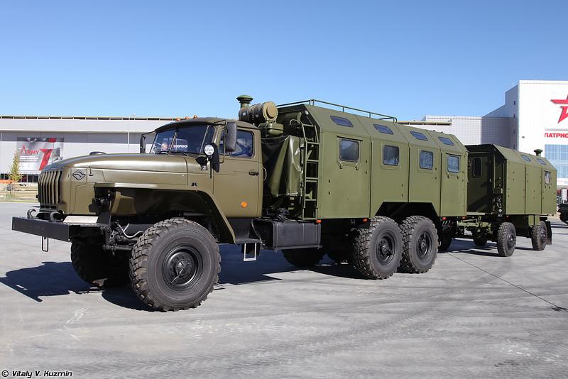 Машина штабная МШ-5350.1 с прицепом штабным ПШ4М (MSh-5350.1 command vehicle with PSh4M trailer)