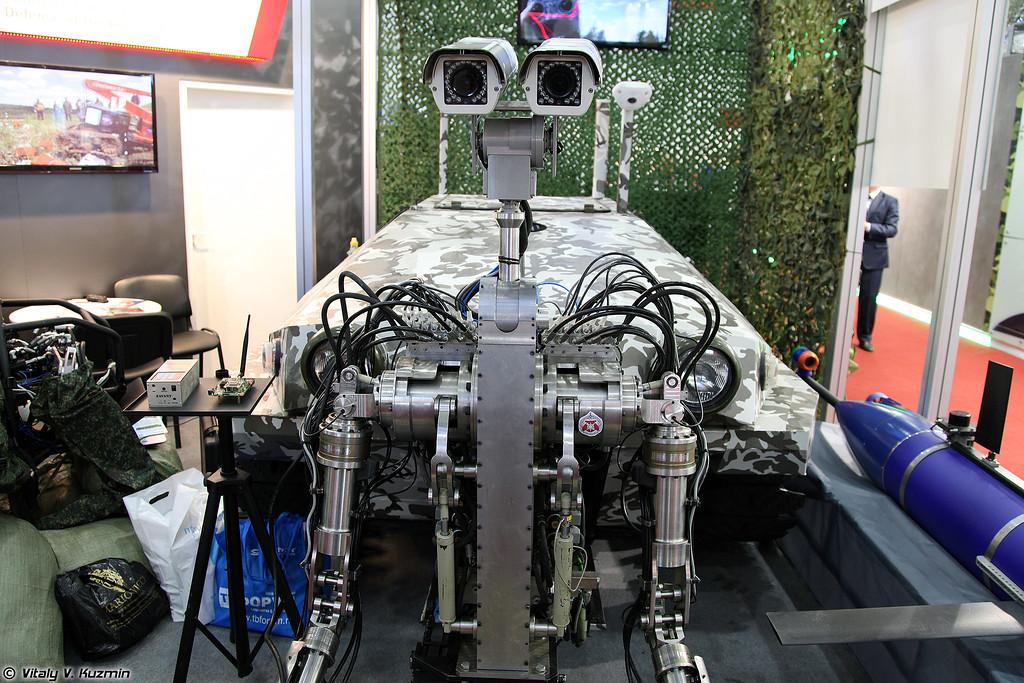 Роботизированный комплекс с антропоморфной робототехнической системой Специалист (Spetsialist robot)