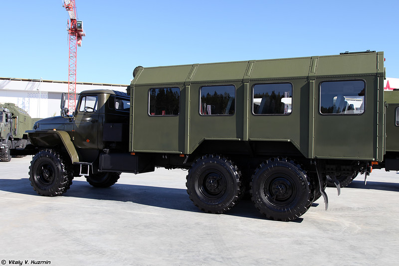 Пассажирский автобус-фургон ПАФ 5350.1-11 (PAPh 5350.1-11 personnel carrier)