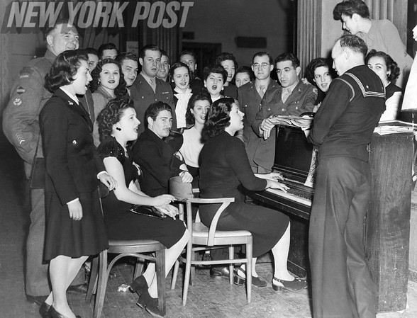 USO Jewish Welfare Board Sing And Party Around Piano. 1944