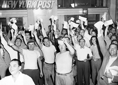 Photo shows veterans waving their VA veteran forms at the General Post Office.