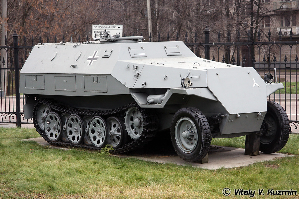 OT-810 бронетранспортер (OT-810 Half-track armored carrier)
