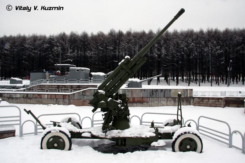 85-мм орудие КС-12 (85-mm KS-12 AA gun)