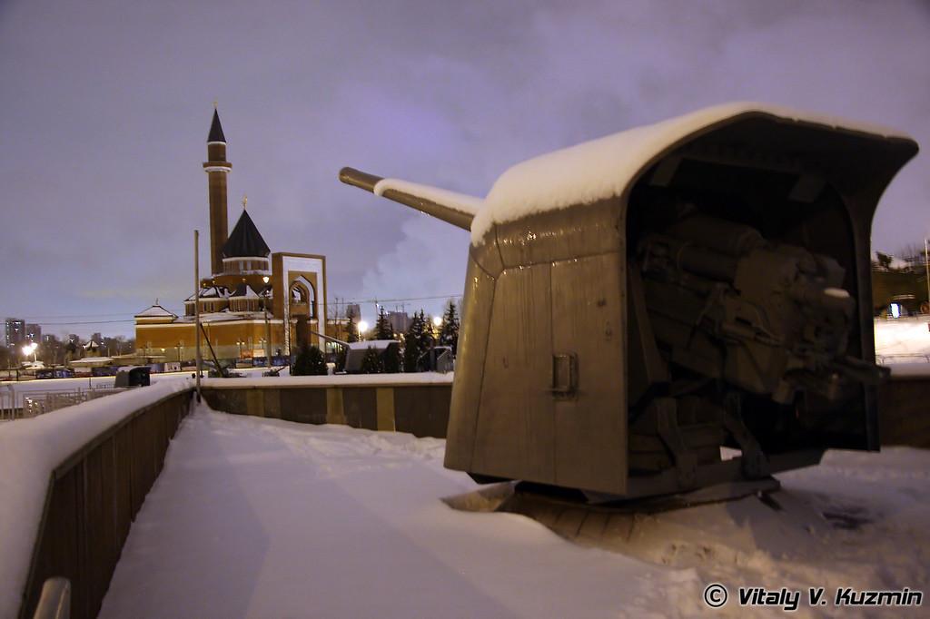 130-мм артиллерийская установка Б-13 (130-mm B-13 artillery mount)