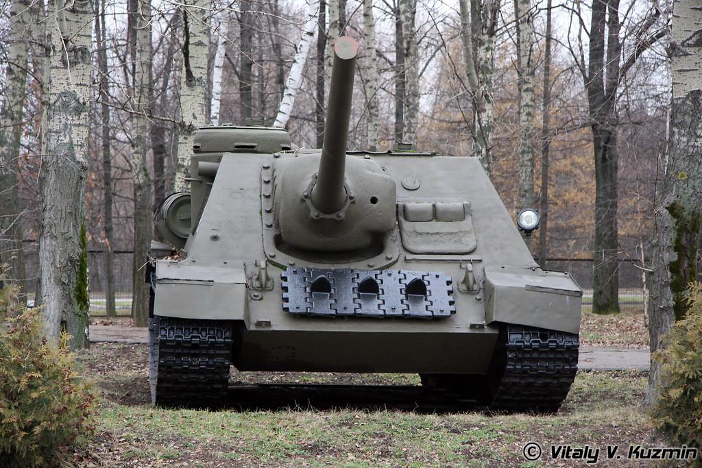 Самоходная артиллеристская установка СУ-100 (SU-100 self-propelled artillery mount)