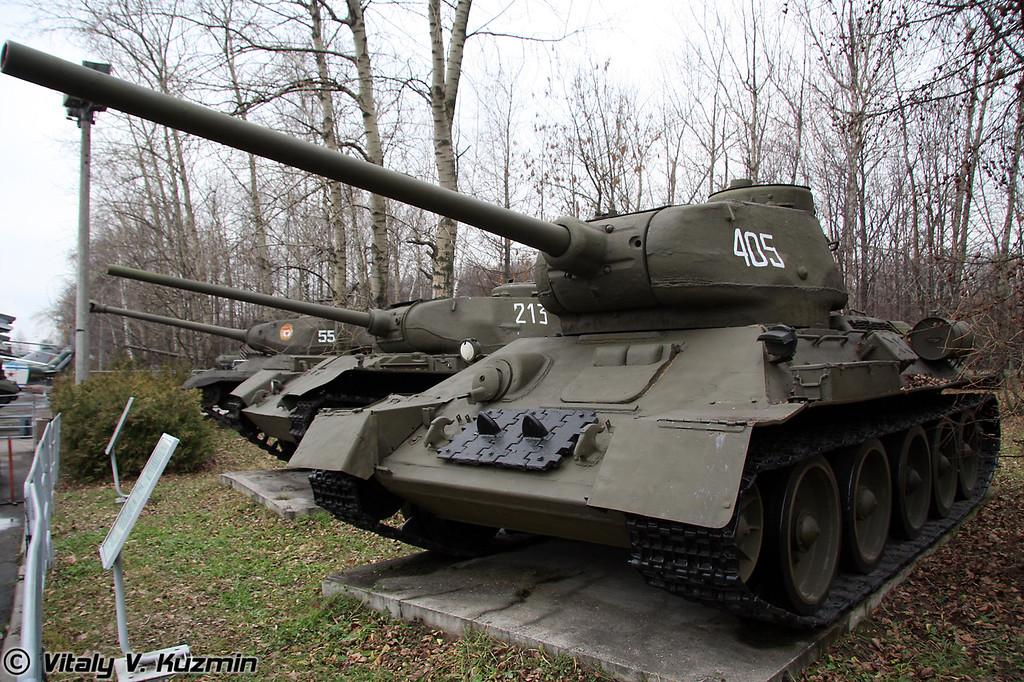 Средний танк Т-34 (T-34 medium tank)