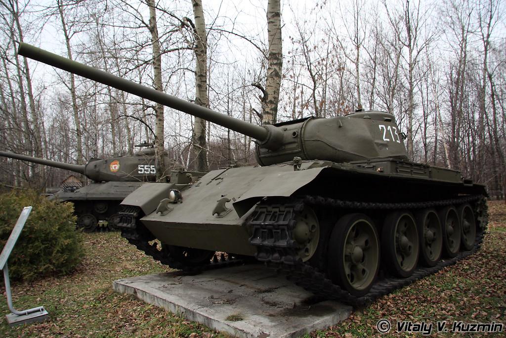 Т-44 (T-44 medium tank)