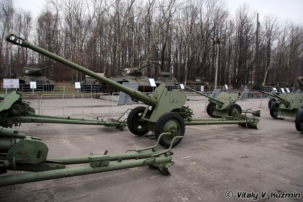 85мм дивизионная пушка Д-44 (85mm D-44 division gun 1944 model)