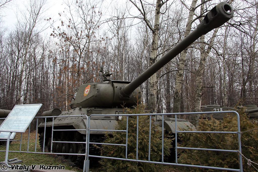 ИС-2 (IS-2 heavy tank)