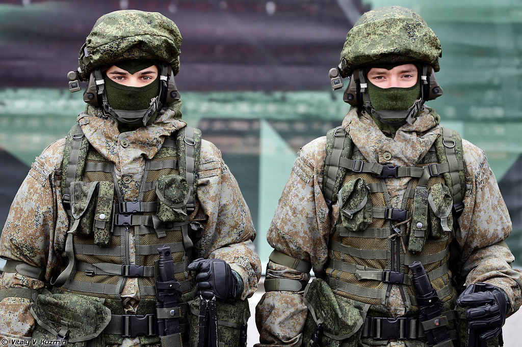 Комплект боевой экипировки Ратник в вариантах для пулеметчика (Ratnik infantry combat system in two variants for machine gunners)
