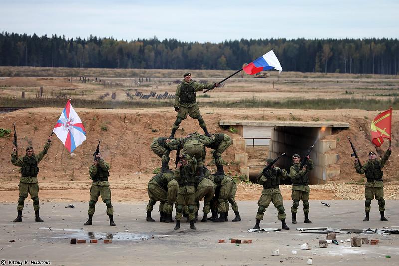 Показательное выступление разведчиков 136-го отдельного разведывательного батальона (136th Independent Reconnaissance battalion)