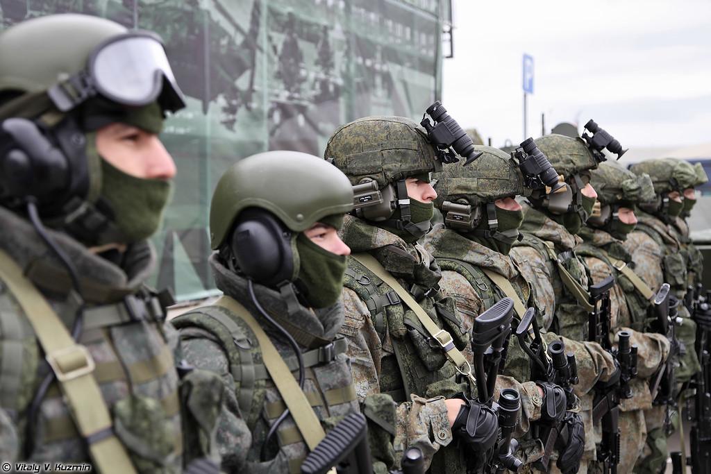 Комплект боевой экипировки Ратник в различных вариантах и защитный комплект для экипажей бронированных машин 6Б48 Ратник-ЗК (Ratnik infantry combat system in various variants for scouts and AFV crew individual protection kit 6B48 Ratnik-ZK)