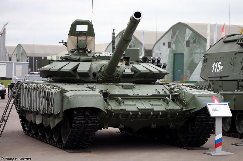 Танк Т-72Б3 с комплектом дополнительной защиты, также иногда обозначается как Т-72Б3 обр. 2016 (T-72B3 mod. 2016, also referred to as T-72B3 with additional armor)
