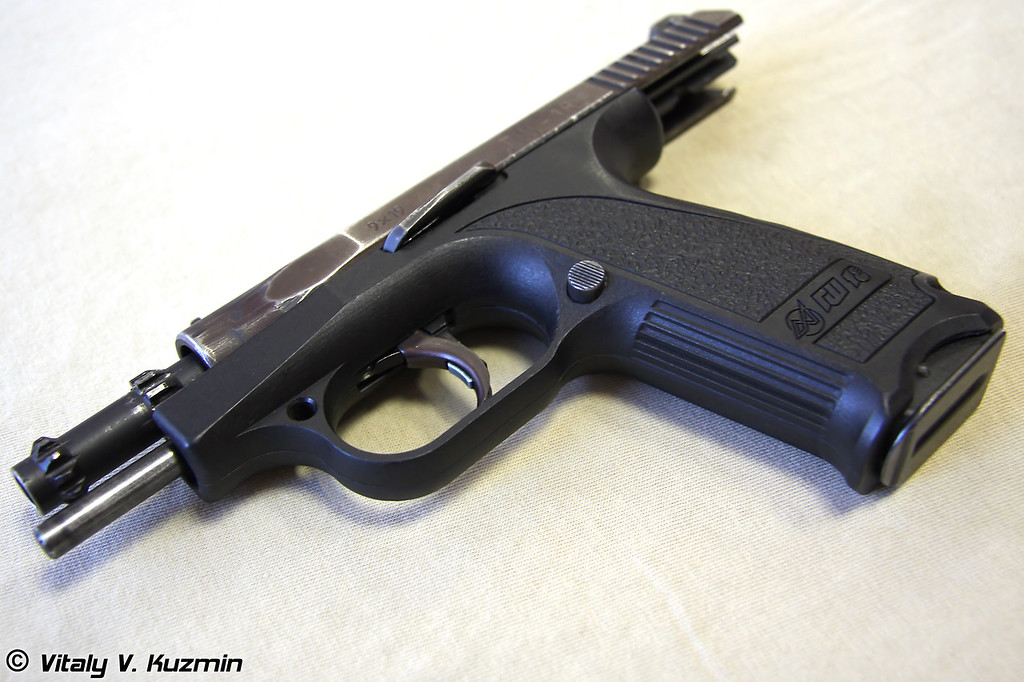 9-мм пистолет ГШ-18 (9mm GSh-18 pistol)