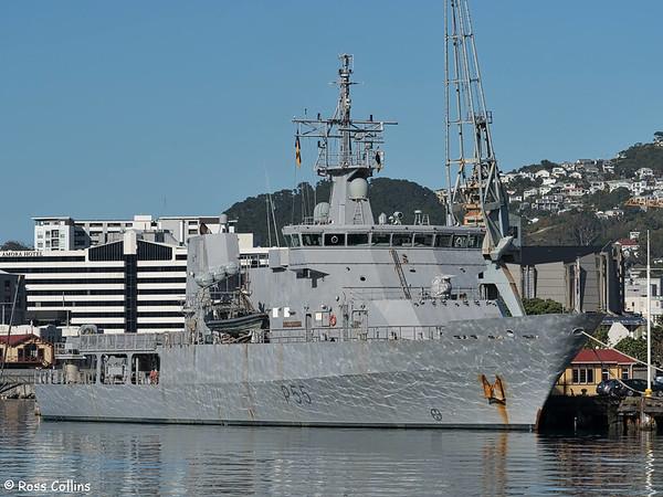 HMNZS Wellington departs Wellington after ANZAC Day duties, 26 April 2016