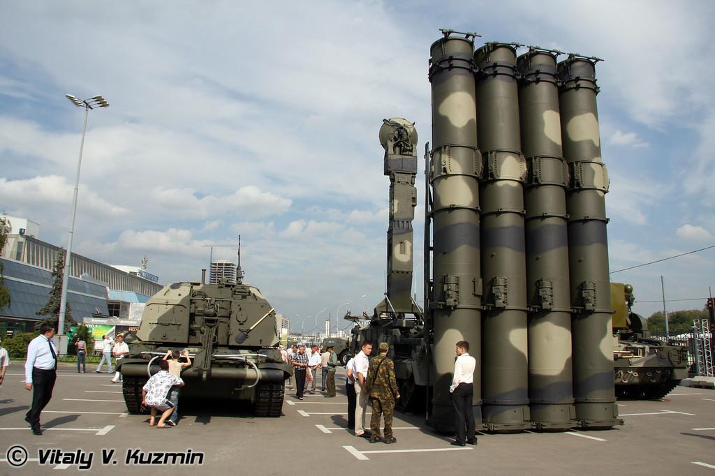 2С19 Мста-С и 9К81 С-300В (2S19 Msta-S and 9K81 S-300V)