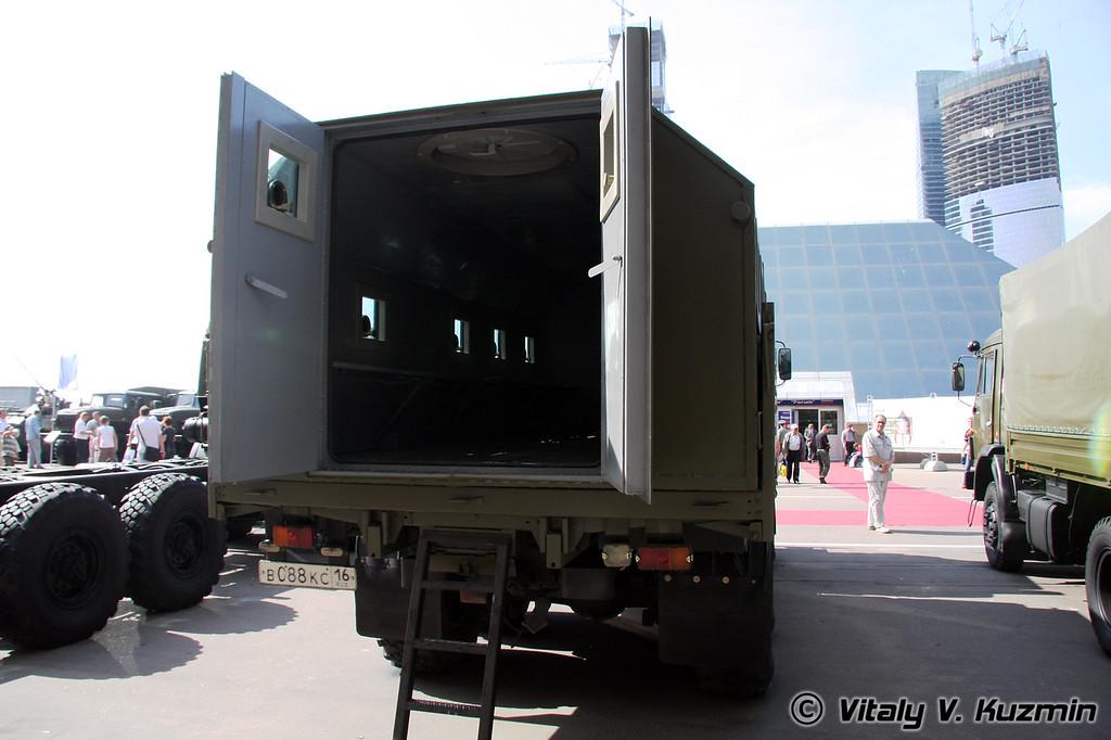 КАМАЗ-5350 с бронированным модулем (KAMAZ-5350 with armored compartment)