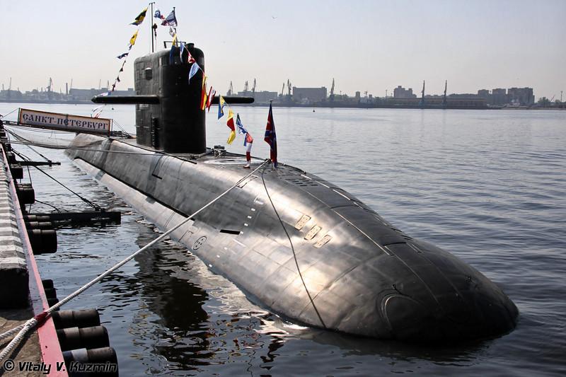"""Дизель-электрическая подводная лодка Б-585 """"Санкт-Петербург"""" проекта 677 """"Лада"""" (B-585 """"Sankt-Peterburg"""" project 677 Lada class diesel-electric submarine)"""