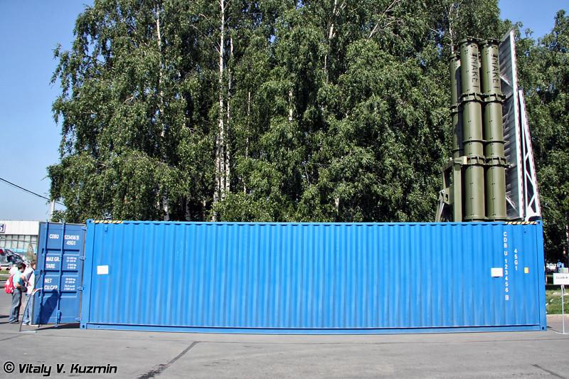 Контейнерный комплекс ракетного оружия Club-K в 40-футовой исполнении с ракетами 3М-14Э и 3М-54Э (Container missile system Club-K in 40-feet variant with 3M-14E and 3M-54E missiles)