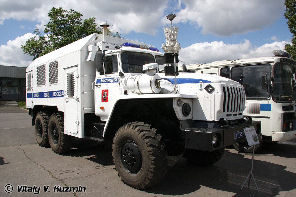ВМ-4320 на шасси Урал-43203-1 (VM-4320 personnel carrier on Ural-43203-1 chassis)