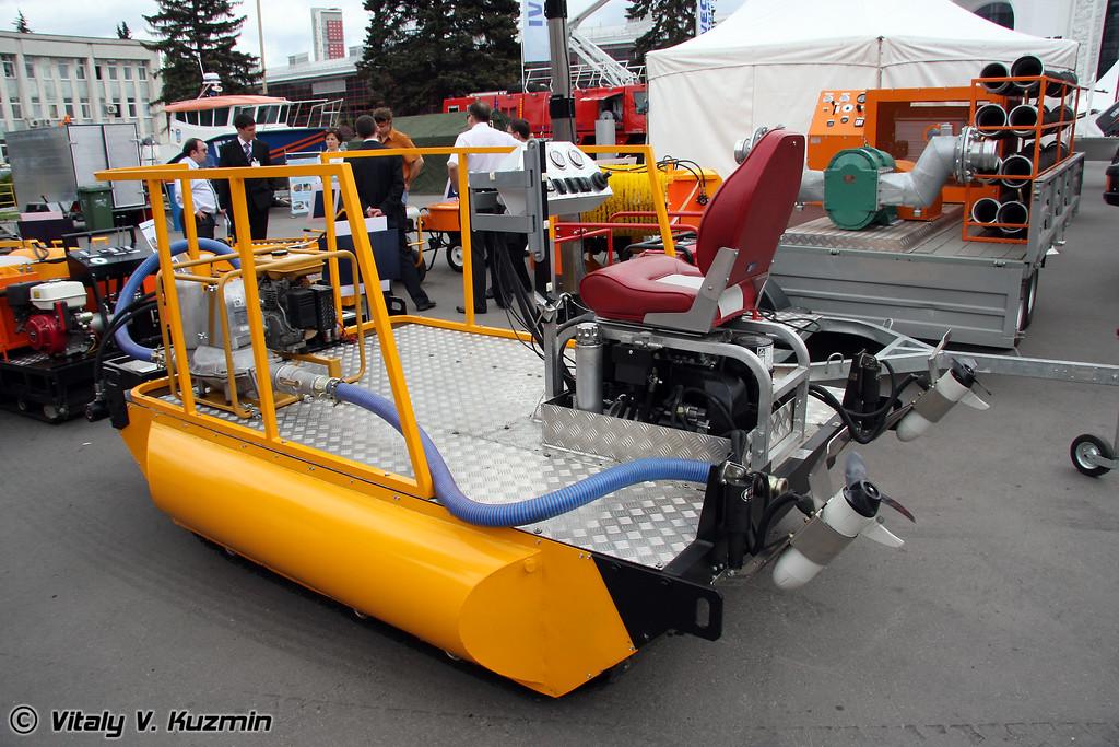 Самоходное нефтесборное устройство (Self-propelled oil gathering device)