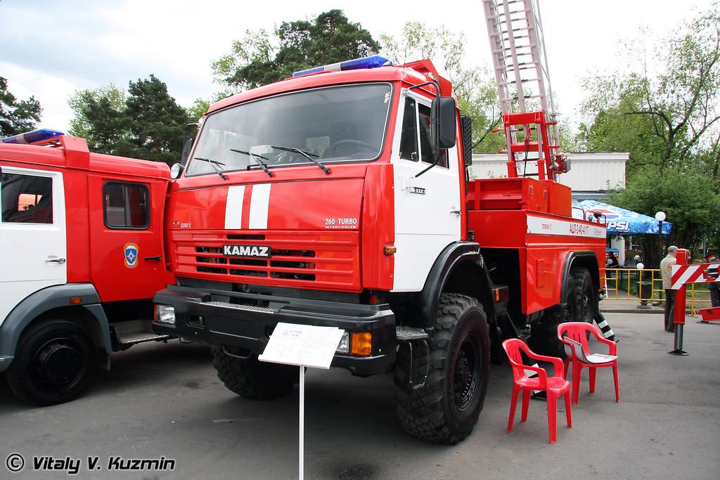 Автоцистерна с лестницей пожарная АЦЛ-3-40-17 на шасси КАМАЗ-43118 (Fire truck with ladder ATsL-3-40-17 on KAMAZ-43118 chassis)