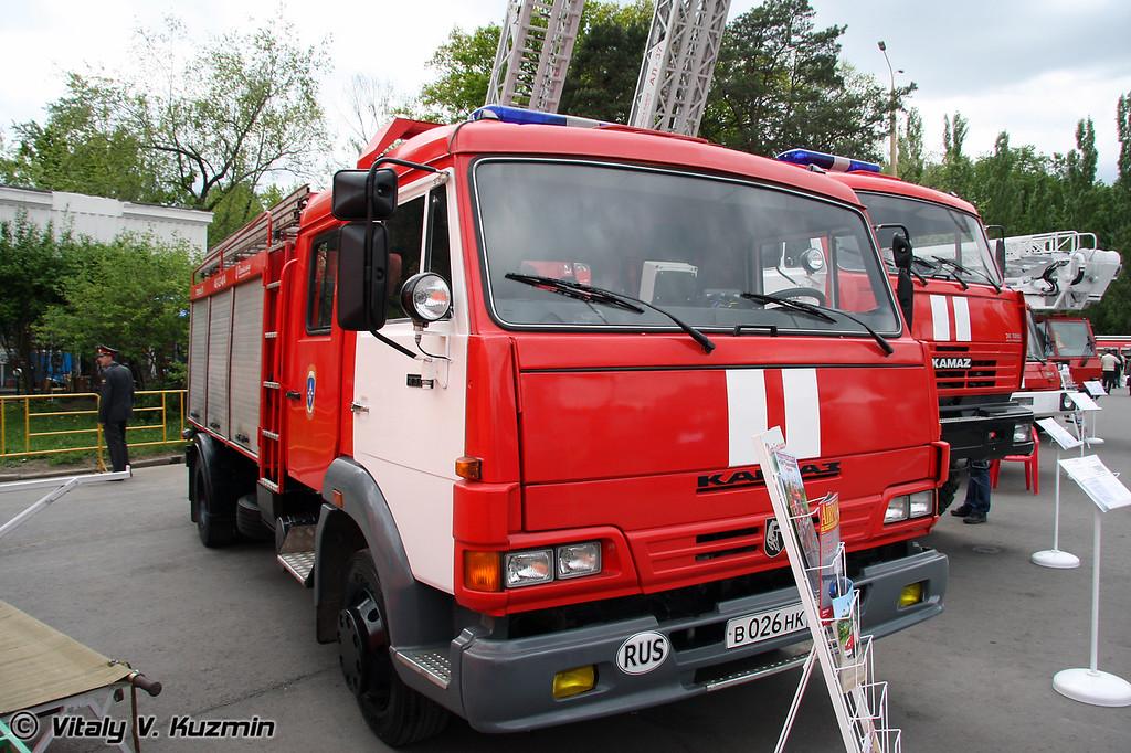 Автоцистерна пожарная АЦ-3,2-40-4 на шасси КАМАЗ-4308 (Fire truck ATs-3,2-40-4 on KAMAZ-4308 chassis)