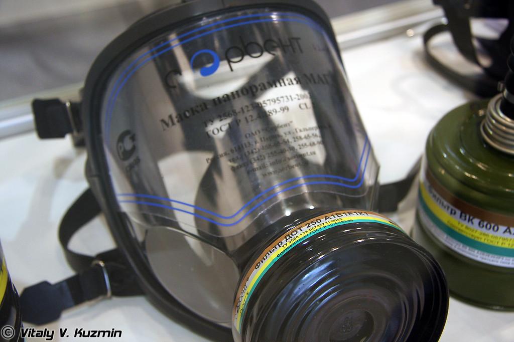 Противогаз ПФМ 98 с маской МАГ и фильтром ДОТ 250 (Gasmask PFM98 with MAG mask and DOT250 filter)