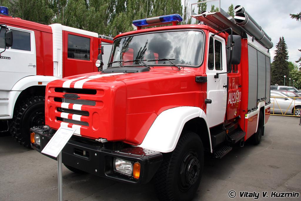 Пожарная автоцистерна АЦ 2,0-20-2 на шасси ЗИЛ-433185 (ATs 2,0-20-2 fire truck on ZIL-433185 chassis)