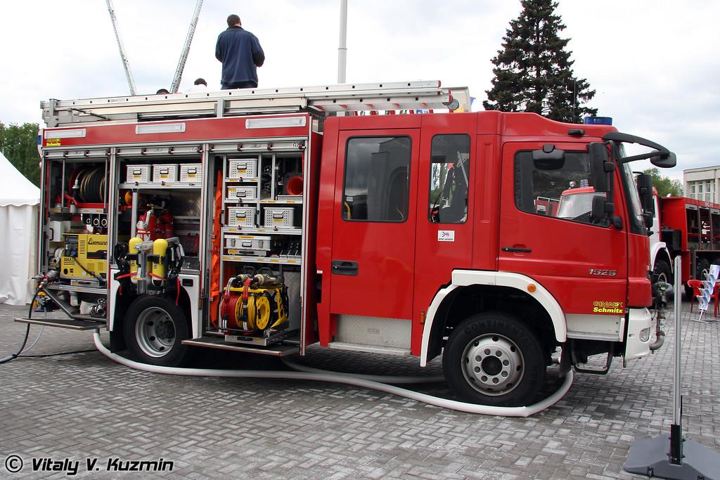 Пожарная автоцистерна на шасси Mercedes-Benz Atego 1529 AF 4x4 (Fire truck on  Mercedes-Benz Atego 1529 AF 4x4 chassis)