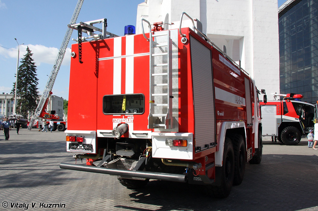 Автоцистерна пожарная АЦ-8-40 (Fire fighting vehicle ATs-8-40)
