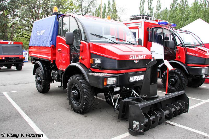 Универсальный коммунально-дорожный автомобиль с шнекороторный снегометом  на базе Silant 3.3TD (Road cleaning vehicle on Silant 3.3TD chassis)