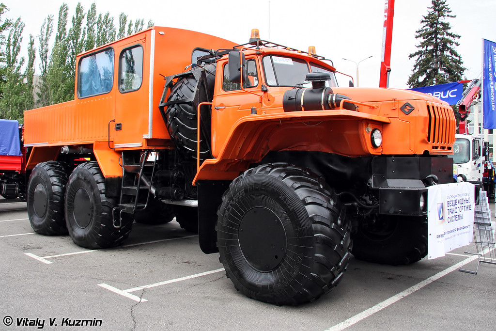 "ВТС ""Урал-Полярник"" (All-terrain vehicle Ural-Polyarnik)"