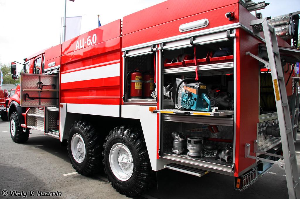 Автоцистерна АЦ-6,0-70 на шасси УРАЛ-4320-1951-58   (Fire fighting vehicle ATs-6,0-70 on URAL-4320-1951-58 chassis)