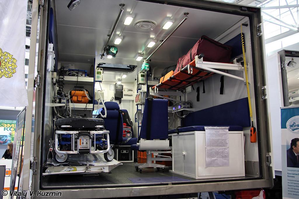 Автомобили специальной экстренной медицы мобильного госпиталя бригад экстренной медицинской помощи Федерального медико-биологического агенства России на базе MB Unimog U4000 (Special medic vehicles on MB Unimog U4000 chassis of Federal medicobiologic agency Emergency brigade)